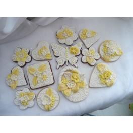 Комплект декорирани сватбени сладки жълто и бяло